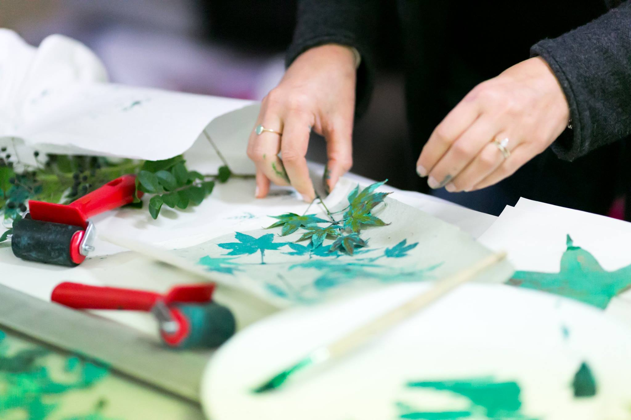Printing leaves in the creative workshop facilitated by artist Louise Trevitt