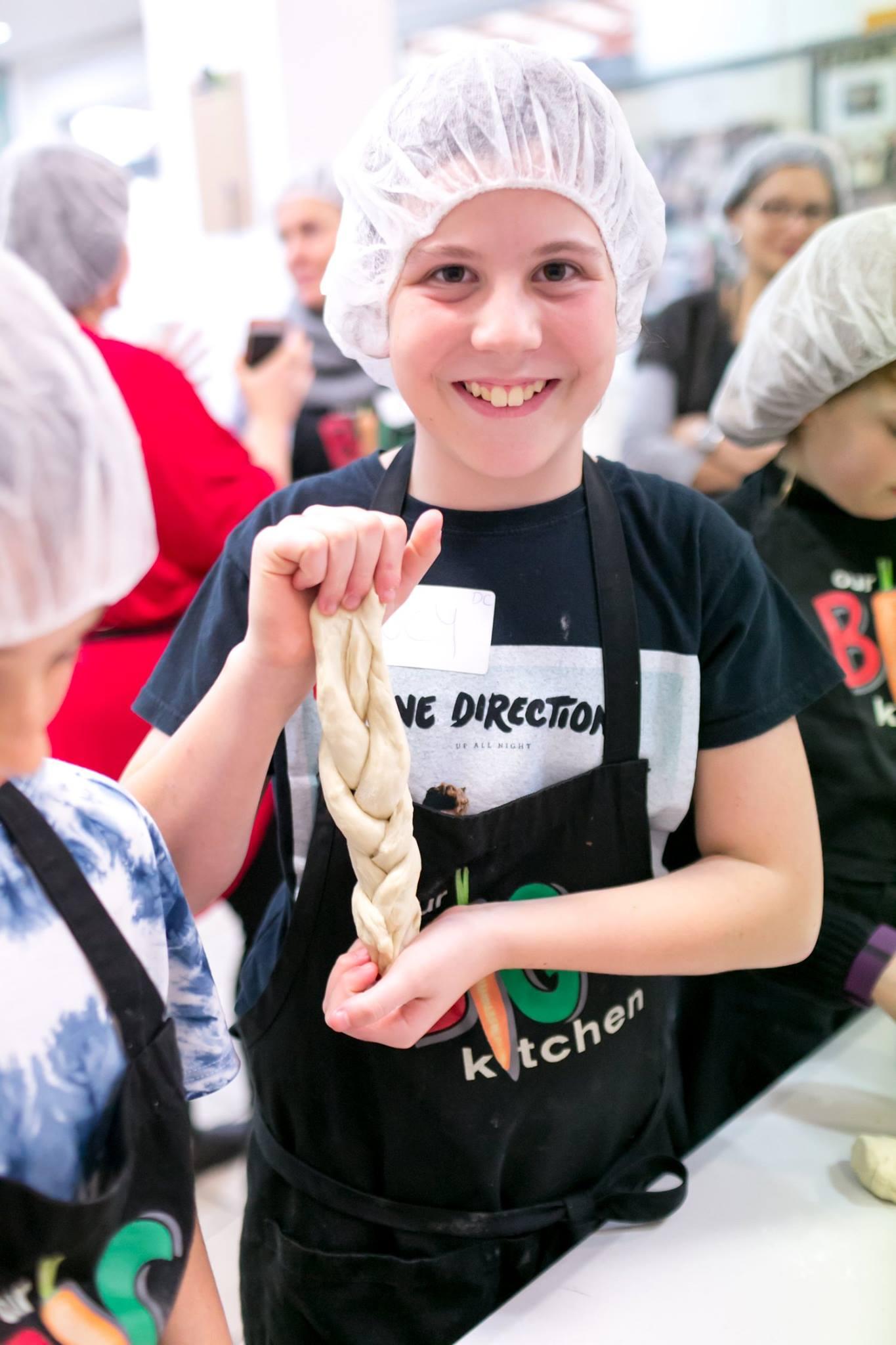 Kids making breadrolls