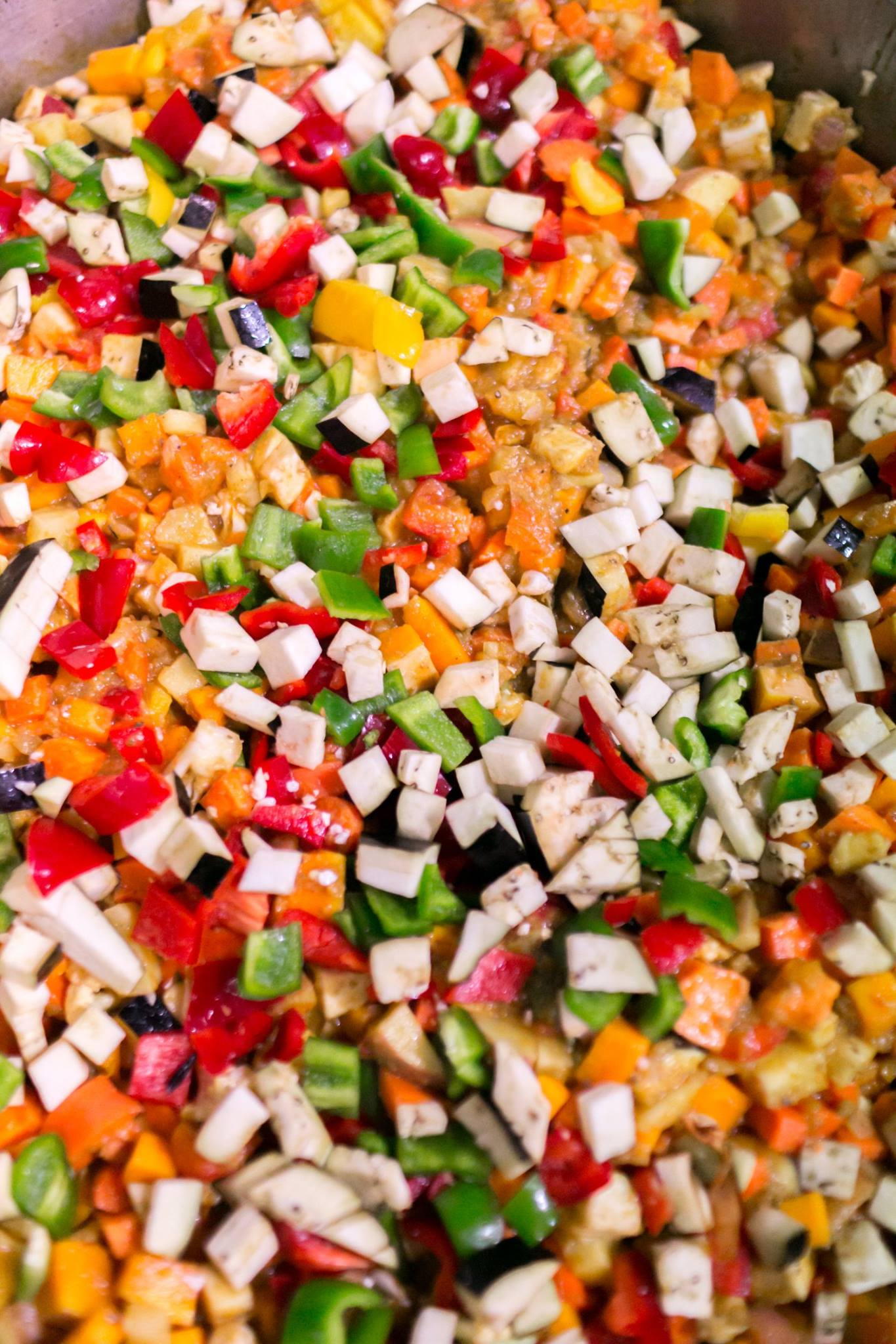 Vegetables cut up by the adult and teen volunteers, to be made into a curry