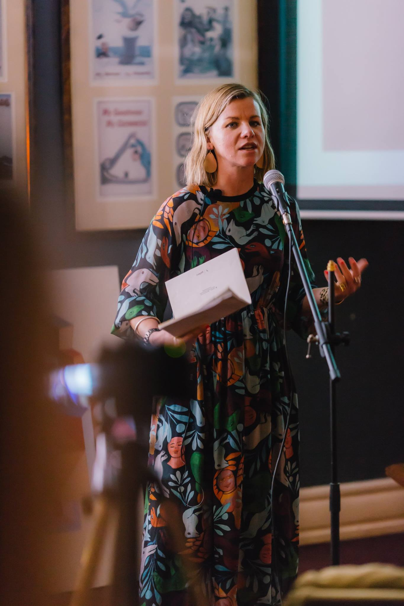 In action, our wonderful featured mama presenter artist Jasmine Mansbridge, discussing 'The Power of Creativity During Times of Adversity'