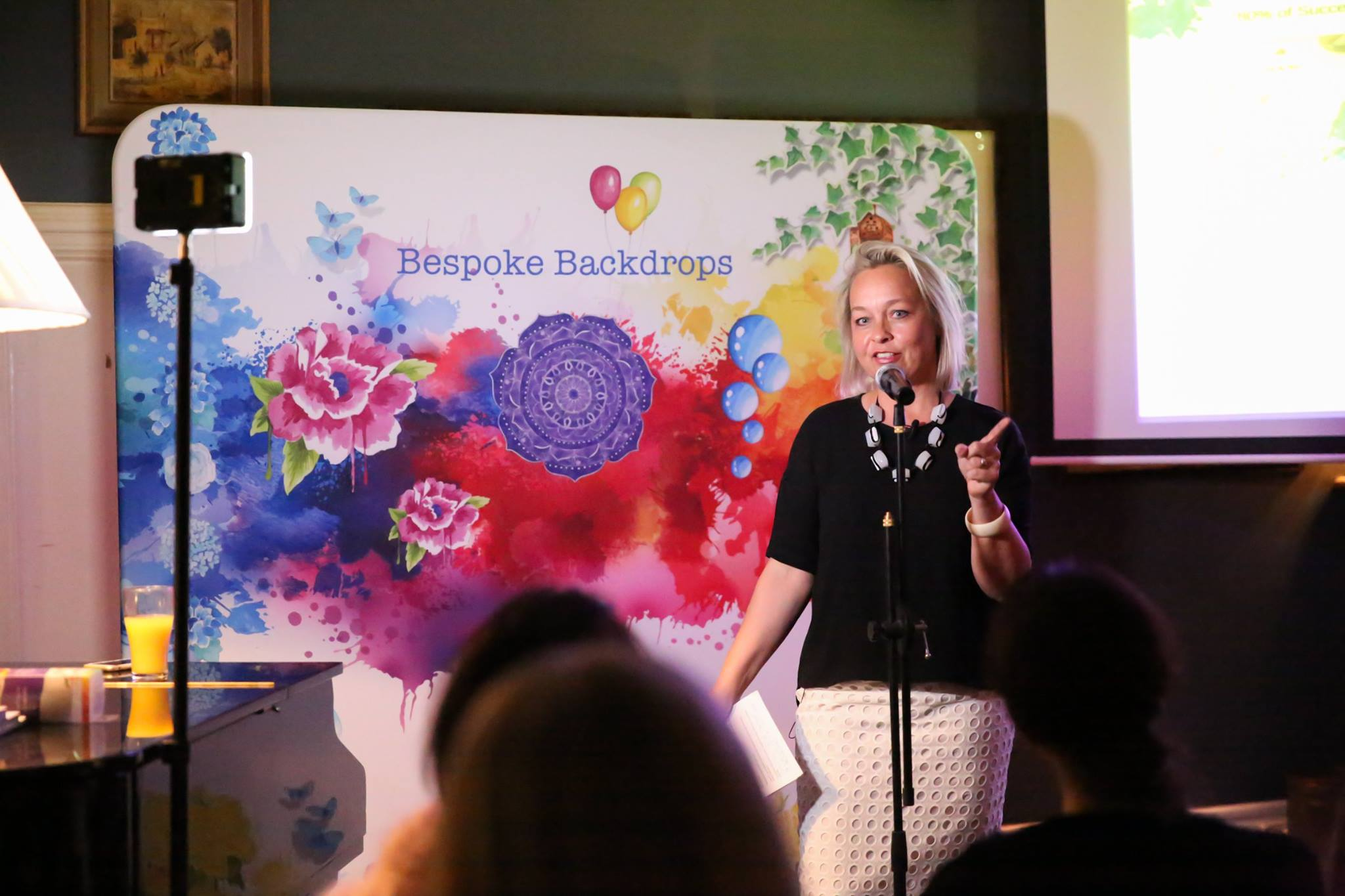 In action, our fabulous featured evening presenter, Emma Veiga-Malta, artist & founder Bespoke Backdrops, who shared her inspiring and epic story, 'A Creative Journey - From Fabulous to Fear & Back Again'