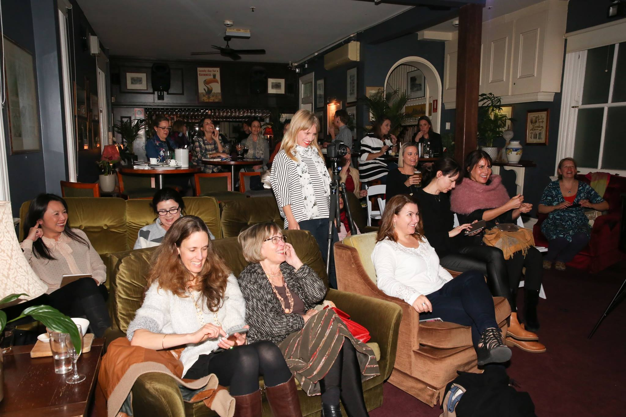 A roomful of creative mamas came to listen to the Emma Veiga-Malta, artist & founder Bespoke Backdrops, who shared her epic story, 'A Creative Journey - From Fabulous to Fear & Back Again'
