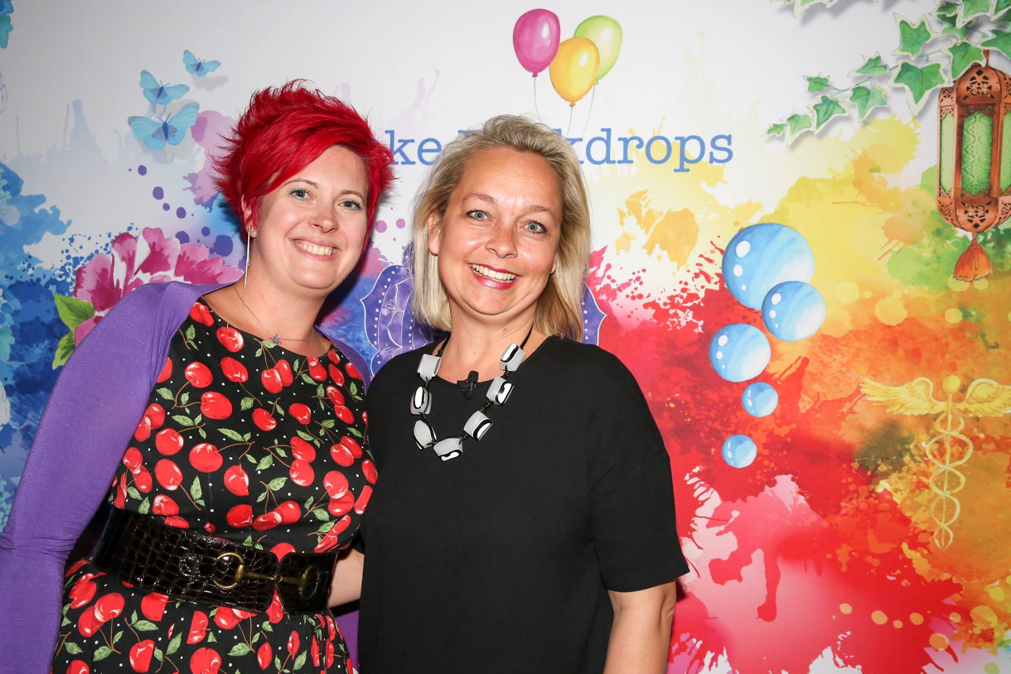 Our fabulous featured evening presenter, Emma Veiga-Malta, artist & founder Bespoke Backdrops, who shared her epic story, 'A Creative Journey - From Fabulous to Fear & Back Again'