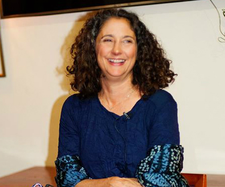 Karen Pearlman, film maker, author, dancer & choreographer, who inspired a roomful of creative mamas with her talk, 'Shape Shifting Identities and Cutting Rhythms'.