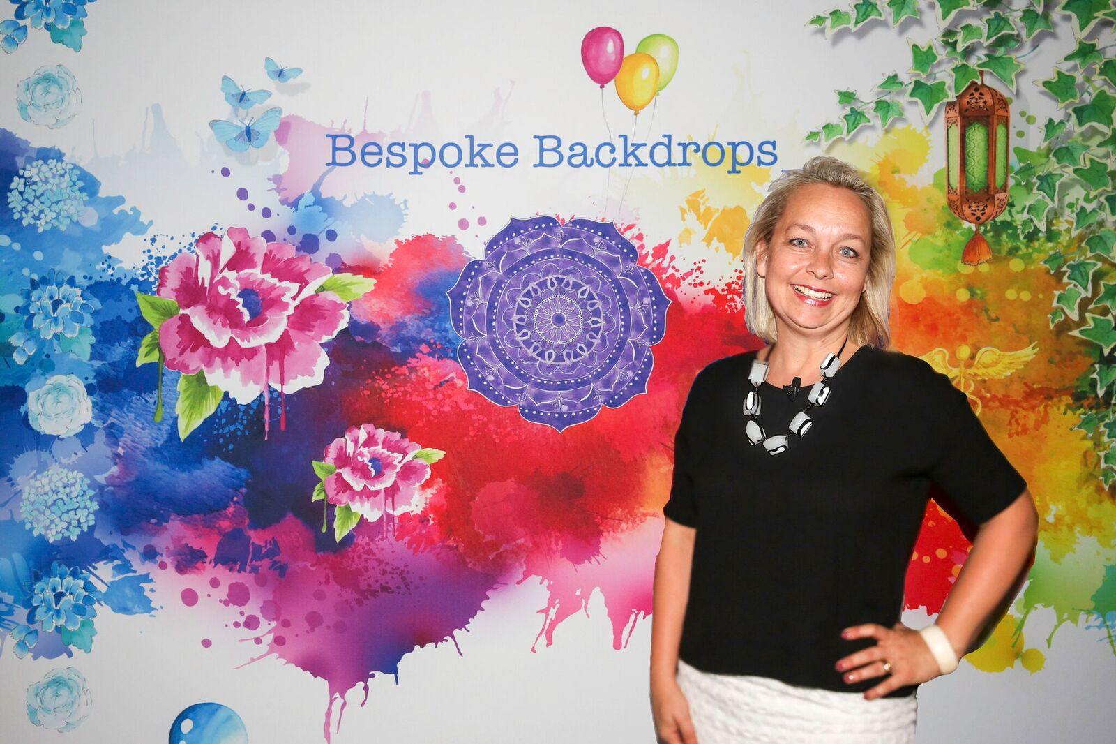 The fabulous Emma Veiga-Malta, artist & founder Bespoke Backdrops, our featured evening presenter who dazzled the room with her story, 'A Creative Journey - From Fabulous to Fear & Back Again'