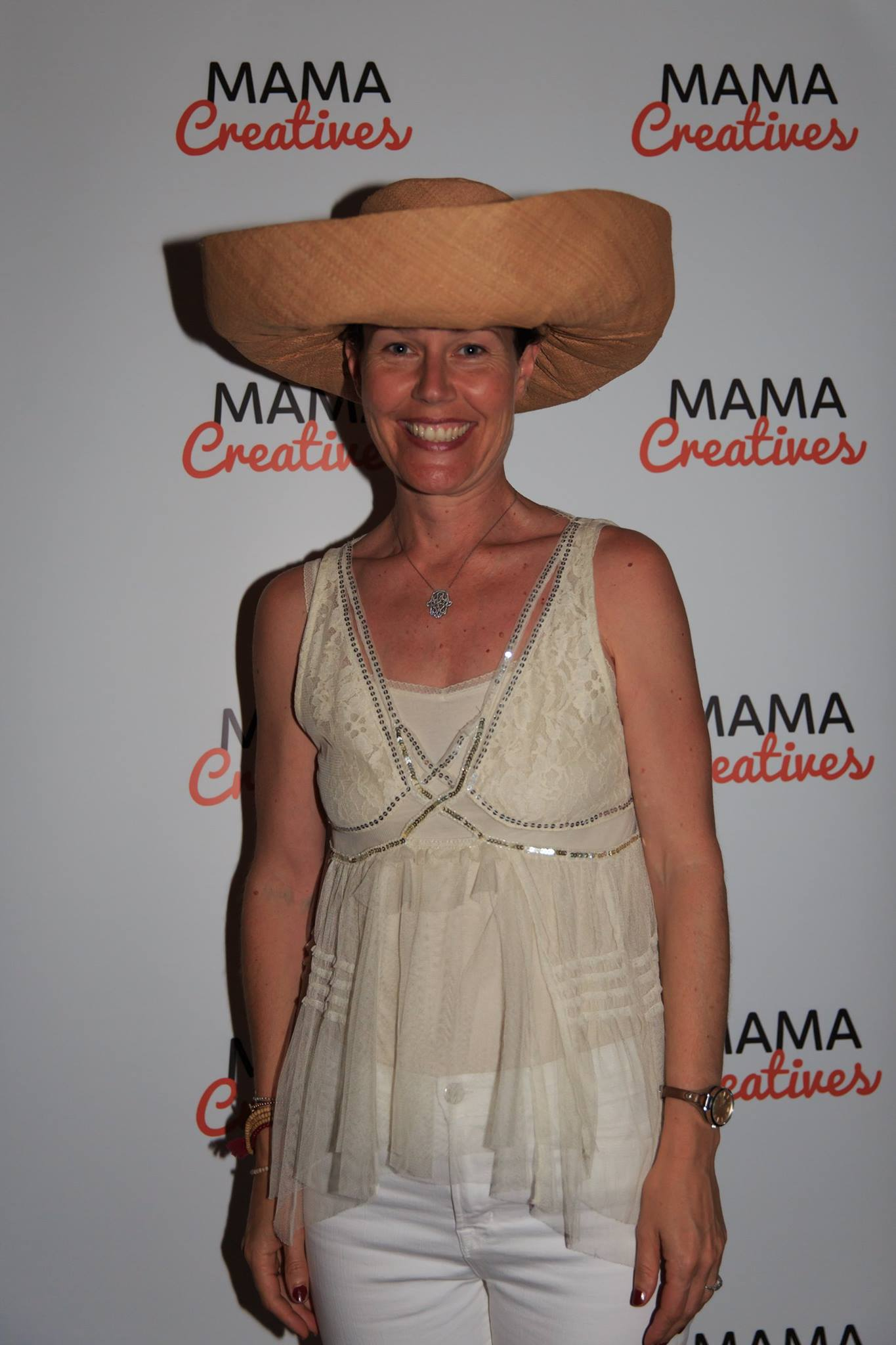 Fabulous giveaways! Thanks to the amazing La Luna Lifestyle for generously donating this fabulous beach hat, all ready for summer!  https://www.lalunalifestyle.com/